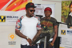 [Photos] R2Bees pick up their brand new car for the VGMA Artist of the Year Award