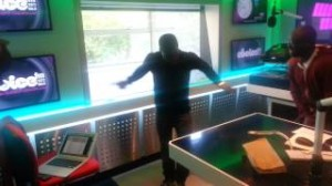 Watch Kevin Hart dance Azonto