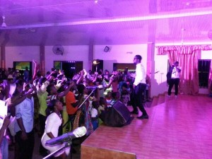 Sarkodie leads praise and worship in church