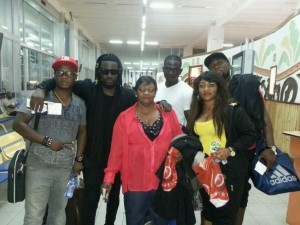 Sarkodie takes his mom and sister along on US tour