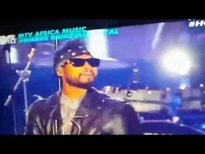 Sarkodie performs live with Miguel at the 2014 MTV Africa Music Awards (MAMAs)