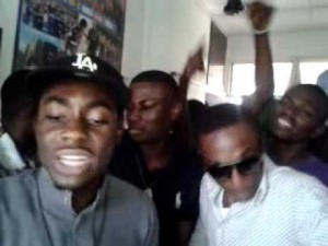 Teephlow freestyling inside Republic Hall, KNUST