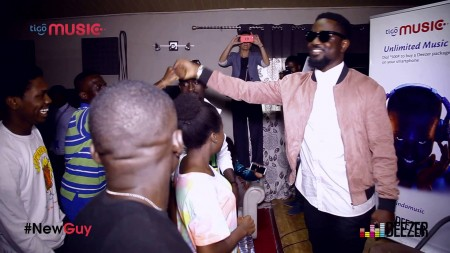 Sarkodie hangs out with fans ahead of #NewGuy Release