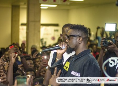 """PHOTOS: Sarkodie pulls over 3,000 fans to """"Highest"""" Album signing at West Hills Mall"""