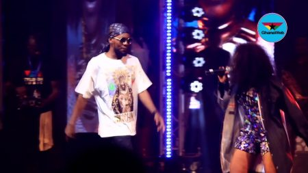 VIDEO: Patoranking surprises Becca on stage at Becca UNVEILED