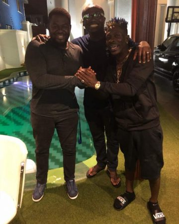 Shatta Wale & Bulldog end beef in new picture