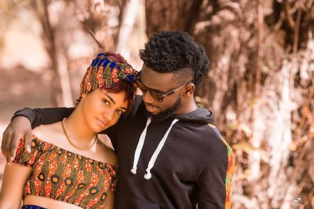 Bisa Kdei – Asew ft. Mic Flammez  (Official Video)