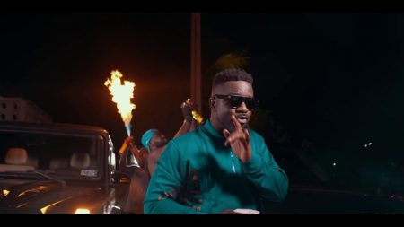 Sarkodie – Oofeetsor (Skin Pain) ft. Prince Bright (Official Video)